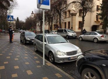 Protesters blockade Ukraine's parliament
